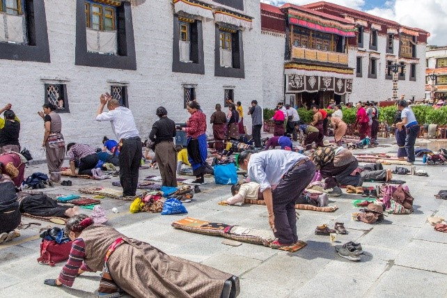 Tibetans prostrating in Lhasa